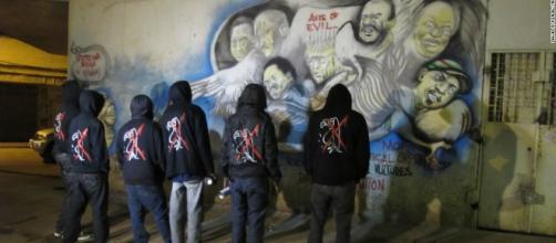 Graffiti art targets Kenyan 'vultures' - CNN.com - cnn.com