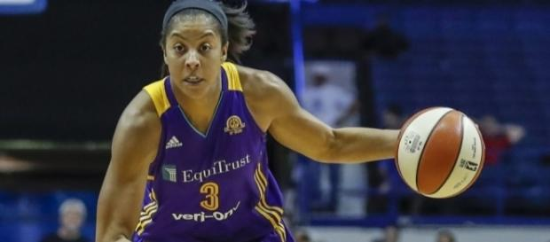 Candace Parker and the Sparks host a WNBA 2017 season opener game at the Stales Center on Sunday. [Image via Blasting News image library/usatoday.com]