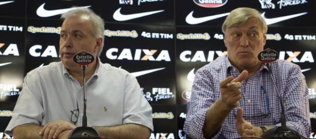 Diretoria do Corinthians acelera buscas e tenta acertar com novos jogadores