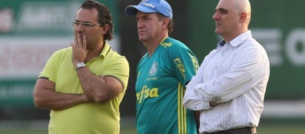 Mattos, Cuca e Maurício Galiotte analisam treino