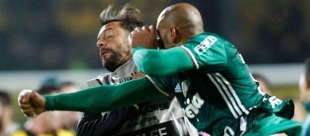 Soco de Felipe Melo em jogador uruguaio pela Libertadores foi punido