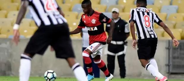 Vinícius Júnior fez seu primeiro jogo com a camisa do Flamengo