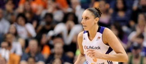 Diana Taurasi and the Mercury host the Dallas Wings on Sunday night. [Image via Blasting News image library/fansided.com]