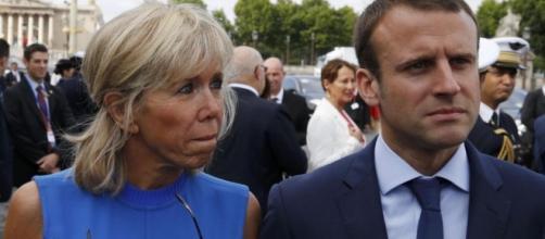 Emamanuel Macron assieme alla moglie Brigitte