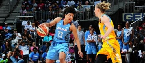 Layshia Clarendon helped the Atlanta Dream grab a win on the first day of the new WNBA season. [Image via Blasting News image library/nbcnews.com]