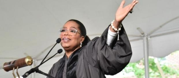 Oprah gives inspiring speech at Agnes Scott - Photo: Blasting News Library - ajc.com