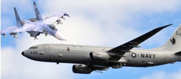 """Un avion de vânătoare rusesc a """"șicanat"""" un avion american în Marea Neagră"""