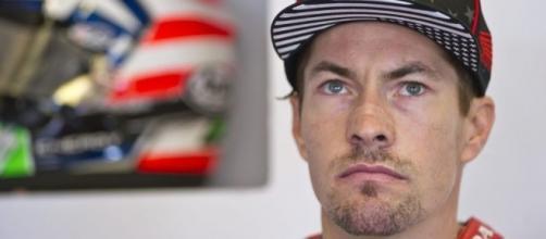 Il pilota Superbike Nicky Hayden è stato travolto da un auto mentre pedalava in bicicletta a Riccione. Diversi traumi, ricoverato in serie condizioni.