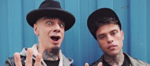 J-Ax e Fedez nel nuovo folle video Senza Pagare