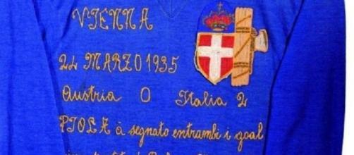 La maglia cucita a mano da Emilia Cavanna, madre di Silvio Piola, il 24 marzo 1935