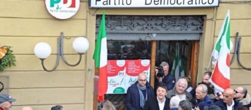 La sede del PD di Rignano sull'Arno durante una visita di Matteo Renzi