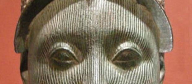 "Damien Hirst's ""Golden Head"" (female) FAIR US huffingtonpost.com Creative Commons"