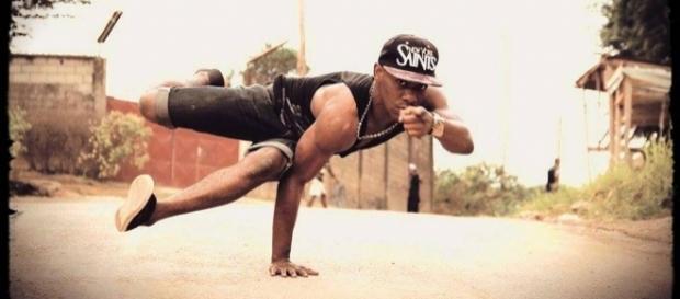 Le danseur Camerounais Fall Kadher