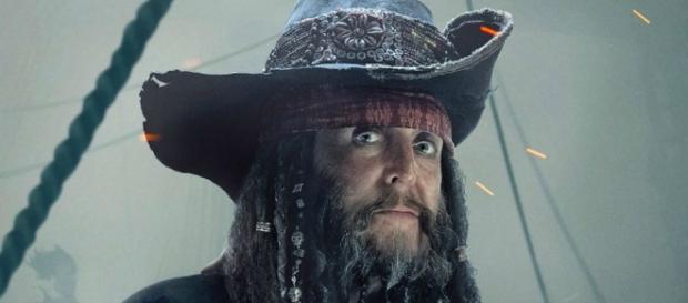 Paul mcCartney: 'Jail Guard #2' or Jack Sparrow's uncle? / from 'Nerdist' - nerdist.com