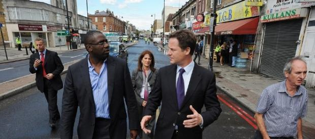 Tottenham riot 2011: London on lockdown as David Cameron flies ... - dailymail.co.uk