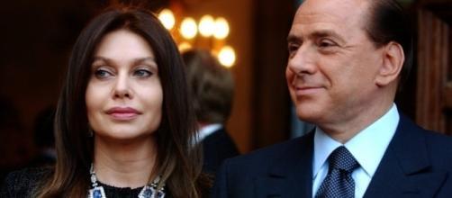 Causa persa: Berlusconi deve continuare a garantire all'ex moglie un mantenimento mensile di due milioni di euro.
