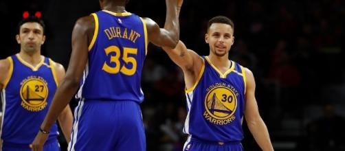 Durant, Curry and the Warriors will try to go up 2-0 in their series on Tuesday night. [Image via Blasting News image library/inquisitr.com]
