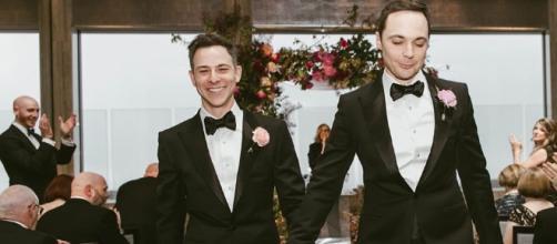 Jim Parsons (o Sheldon!) e Todd Spiewak se casam após 14 anos juntos - papelpop.com