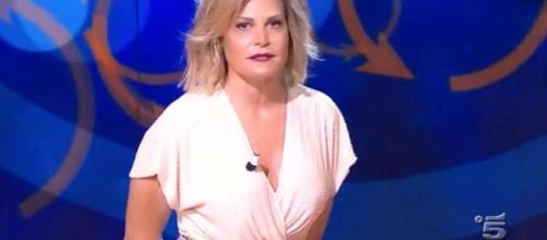 La conduttrice di 'Selfie, le cose cambiano', Simona Ventura, litiga con uno spettatore su Twitter