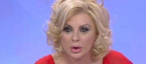 Tina Cipollari attaccata dai Cugini di campagna