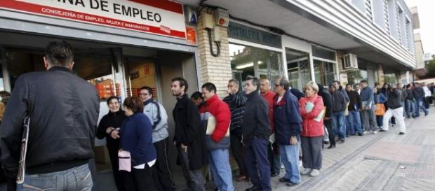 El agotador trabajo de buscar empleo. La economía cambió y hay que adaptarse a ello. Foto: Yucatan.com.mx