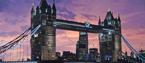 A van has struck several pedestrians on the iconic London Bridge in a suspected terrorist attack (photo credit: pixabay.com).