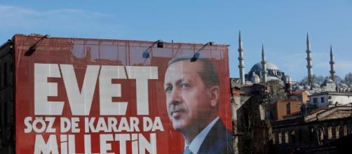 Cartelloni propangadistici di Erdogan per le strade di Istanbul