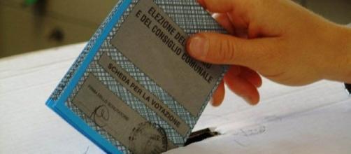 La scheda elettorale per il rinnovo del Consiglio comunale (da Normanno.com)