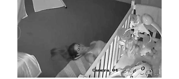 Imagem coletada pela câmera de segurança mostra cenas da mãe no quarto de sua filha (Foto: Google)