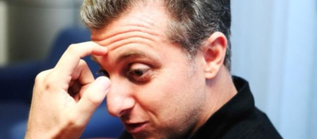 Luciano Huck é desmentido por escola de samba