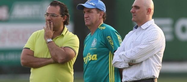 Mattos, Cuca e presidente do Palmeiras reunidos