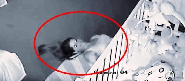 Pai coloca câmera escondida no quarto (Foto: Google)