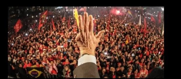 Segundo a PM, 6,5 mil manifestantes estiveram em Curitiba