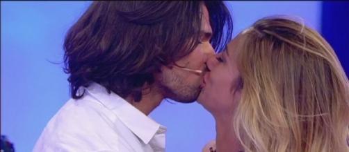 Luca Onestini bacia Soleil Sorge dopo la scelta