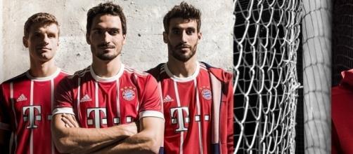 Nueva equipación del FC Bayern Munich 2017/2018 fieles a la tradición de los ´70s. Foto: Twitter: FCBayernMünchen