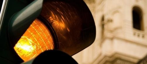 Quando è valida la multa col semaforo giallo.