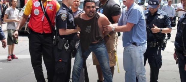 L'arresto di Richard Rojas dopo che ieri a New York ha ucciso una ragazza e ferito 22 persone falciandole con l'auto lanciata a folle velocità.