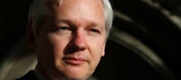 Suécia fecha investigação contra Assange sobre crime sexual