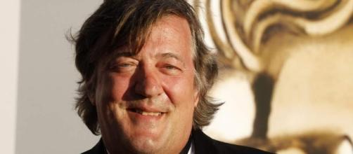 Actor Stephen Fry investigado por blasfémia