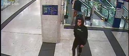 Milano, giovane accoltellatore in Stazione Centrale simpattizzava Isis: scoperto video Stato Islamico su profilo Facebook