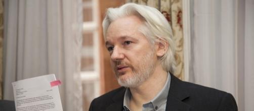 Photo Julian Assange via Wikimedia by Cancillería del Ecuador / CC BY-SA 2.0