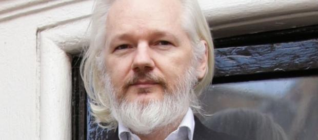 Assange: Next Release Of 100,000 Clinton Docs Will Finish Hillary ... - yournewswire.com