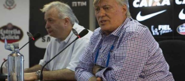 Diretoria do Corinthians prometeu anunciar novos reforços