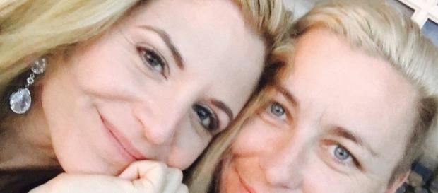 Glennon Doyle Melton marries lesbian girlfriend Abby Wombach. Source: Youtube