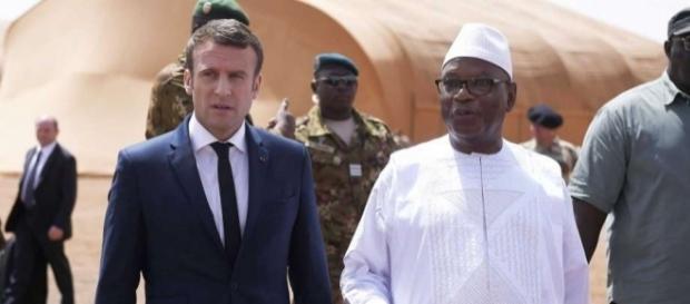 Macron en chef des armées et de guerre en visite à Gao auprès de la force Barkhane