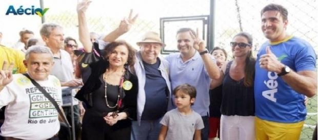 Senador Aécio Neves ao lado de famosos que o apoiaram