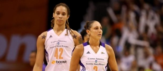 The Phoenix Mercury visit the San Antonio Stars on Friday night for a WNBA game. [Image via Blasting News image library/wbur.org]