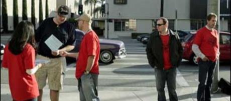 Mediator Seeks To Avoid Hollywood Strike - CBS News - cbsnews.com
