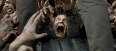 The Walking Dead Season 6 Photos Unleash Fresh Zombies - movieweb.com
