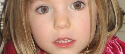 Caso Maddie McCann: una misteriosa donna in abito viola-prugna, è implicata nella scomparsa della piccola?